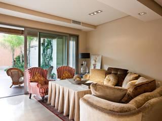 Ruang Keluarga Klasik Oleh Idearte Marta Montoya Klasik