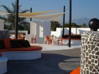 Taller de Interiores Mediterraneos Modern balcony, veranda & terrace Orange