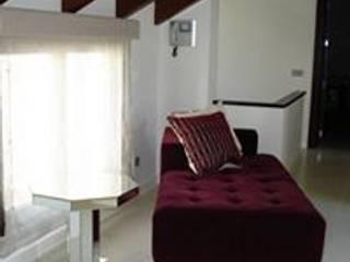 Diseño del interior de un chalet en Marbella: Estudios y despachos de estilo  de Taller de Interiores Mediterraneos