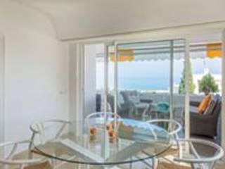 Diseño y decoración de un apartamento en Marbella por Isabel López: Comedores de estilo  de Taller de Interiores Mediterraneos