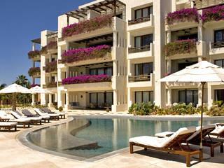 Las Ventanas al Paraíso : Hoteles de estilo  por JSF de México Landscaping,