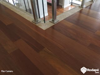 Rodapé.com Modern corridor, hallway & stairs Wood
