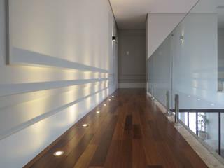 Couloir, entrée, escaliers modernes par Rodapé.com Moderne