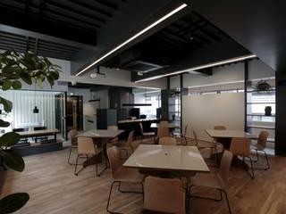 Locaux commerciaux & Magasin minimalistes par ニュートラル建築設計事務所 Minimaliste