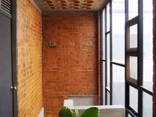ห้องโถงทางเดินและบันไดสมัยใหม่ โดย Studio4a โมเดิร์น