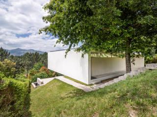 Alçado lateral esquerdo: Casas de campo  por João Boullosa