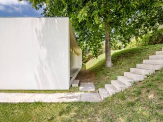 Perspetiva da entrada: Casas de campo  por João Boullosa