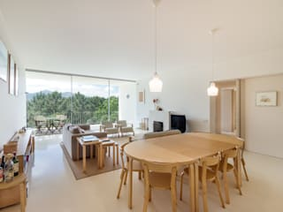 Modern dining room by João Boullosa Modern