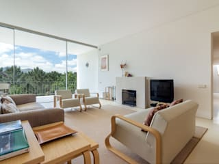 Modern living room by João Boullosa Modern