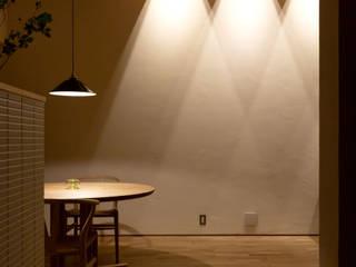 ダイニング 間接照明 ミニマルデザインの ダイニング の まんなみ設計室 ミニマル 木 木目調
