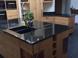 ausgefallene Kücheninsel :  Einbauküche von HENCHE Möbelwerkstätte