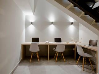 RESIDENCIA ESTUDIANTES: Estudios y oficinas de estilo  por ELIZABETH BACA