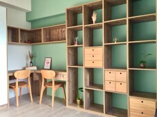 書房中的綠視野:  書房/辦公室 by 圓方空間設計