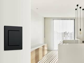 por Gira, Giersiepen GmbH & Co. KG Moderno