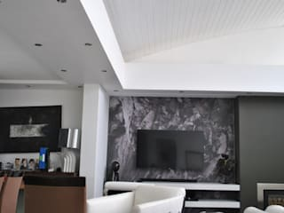 McLennan:  Living room by Level Contractors