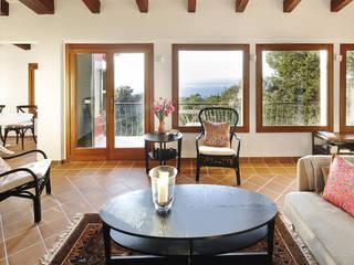 Interiorismo de vivienda en Valldemossa Salones de estilo mediterráneo de PSarquitectos Mediterráneo