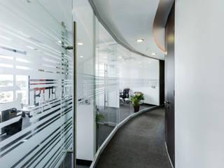 Oficinas 5 y 8. Estudios y despachos modernos de MIDE Estudio Moderno
