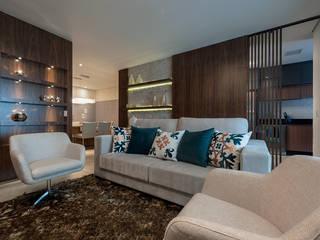 Sofisticação: Salas de estar  por Adriana Canova Arquitetura