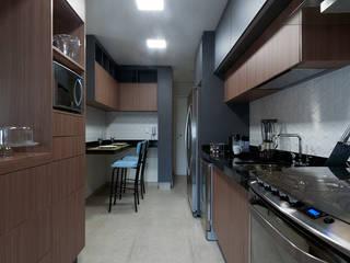 Sofisticação: Cozinhas  por Adriana Canova Arquitetura