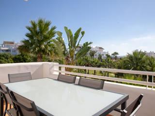 Fotografía Apartamento en la urbanización de lujo Alcazaba Lagoon en la Costa del Sol Balcones y terrazas de estilo mediterráneo de JCCalvente Mediterráneo