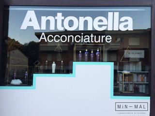 Allestimento vetrina per evento Negozi & Locali commerciali moderni di MINIMAL | Laboratorio d'Interni Moderno