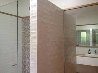 ArDecoProjects: Casa contemporánea en Melbourne Baños de estilo minimalista de Decocer Minimalista