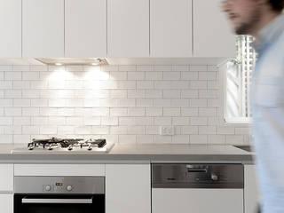 ArDecoProjects: Casa contemporánea en Melbourne Cocinas de estilo minimalista de Decocer Minimalista