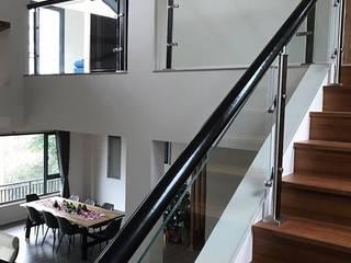 de 茂林樓梯扶手地板工程團隊 Moderno
