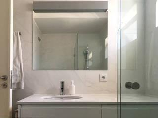 Remodelação Apartamento - Aveiro Casas de banho modernas por GAAPE - ARQUITECTURA, PLANEAMENTO E ENGENHARIA, LDA Moderno