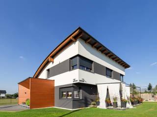 Dom z dachem łukowym w Paniówkach: styl , w kategorii Dom jednorodzinny zaprojektowany przez Architekt Adam Wawoczny