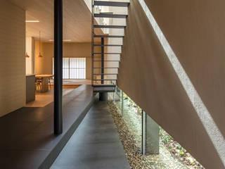 芦屋の家 モダンスタイルの 玄関&廊下&階段 の NOMA/桑原淳司建築設計事務所 モダン