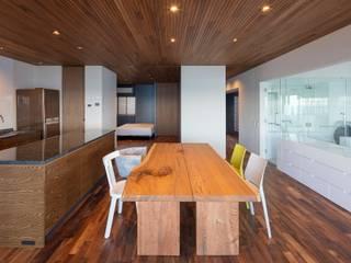海沿いのマンション最上階のフルリノベーション モダンデザインの リビング の NOMA/桑原淳司建築設計事務所 モダン
