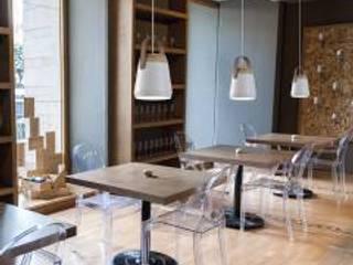 Hôtels modernes par ILUMINABLE Moderne