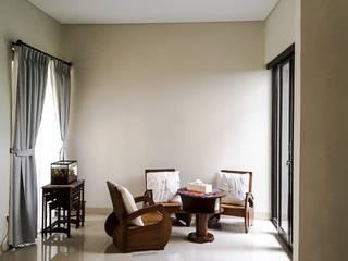 Rumah Taman – Ciganjur . Jakarta Selatan Ruang Keluarga Gaya Eklektik Oleh Vaastu Arsitektur Studio Eklektik