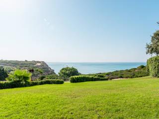Adosado frente al océano en Conil Alessandra Favetto Photography Jardines de estilo mediterráneo