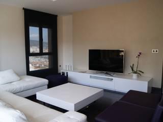 Salas de estilo moderno de Qum estudio, tienda de muebles y accesorios en Andalucía Moderno
