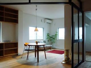 Modern Living Room by 有限会社建築計画 Modern