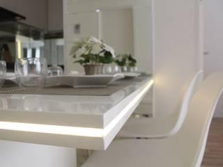 Apartemen Landmark II - Tipe 2 Bedroom (Design I) Ruang Makan Minimalis Oleh POWL Studio Minimalis