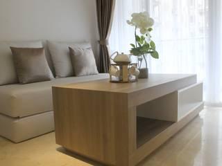 Apartemen Landmark II - Tipe  2 Bedroom (Design I):  Living room by POWL Studio