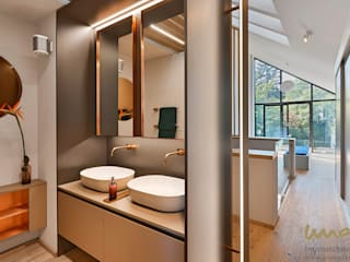 Modern Bathroom by UNA plant Modern