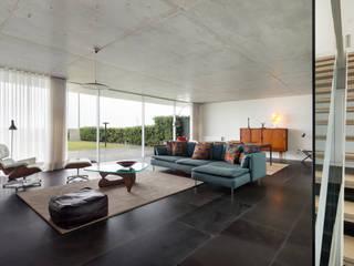 Sala comum / estar: Salas de estar  por João Boullosa