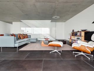 Perspetiva da sala de estar: Salas de estar  por João Boullosa
