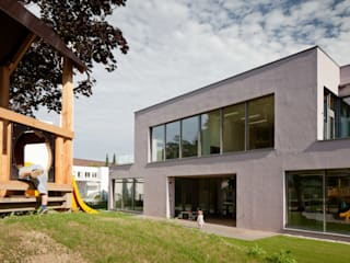 Kindergarten & Krabbelstube in Linz, Wallenbergstrasse:  Häuser von lobmaier architekten zt gmbh
