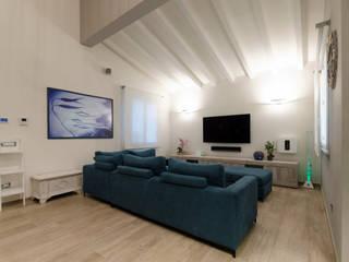 Modern Living Room by msplus architettura Modern