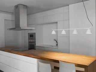 Espaces de bureaux modernes par ILUMINABLE Moderne