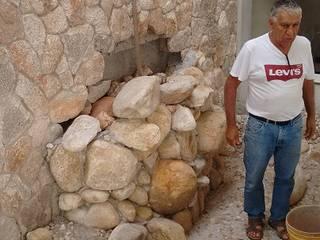 Walls by Bizzarri Pedras,