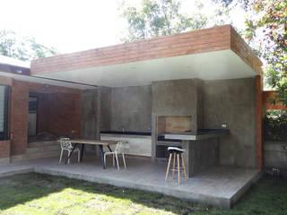 m2 estudio arquitectos - Santiago Minimalistischer Balkon, Veranda & Terrasse Stahlbeton