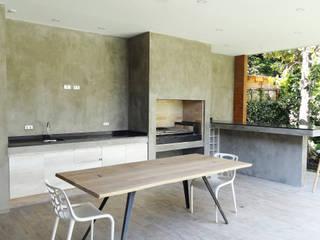 m2 estudio arquitectos - Santiago ห้องทานข้าว คอนกรีต