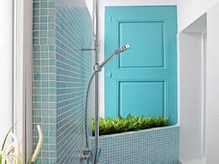 Baños en Ciutat Vella (Barcelona): Baños de estilo  de Mako Mako Bcn by Room Global
