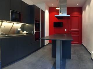 Appartement Paris 16è: Cuisine intégrée de style  par ATELIER FLORENT - Architectes d'Intérieur Paris, Minimaliste